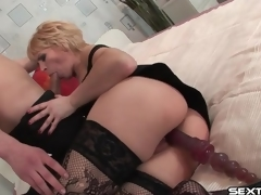 Mature wench with toy in her cunt sucks wang
