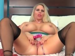 Chunky babe Alura Jenson models lingerie