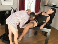 Nympho secretary in stockings trades head with her boss man at work
