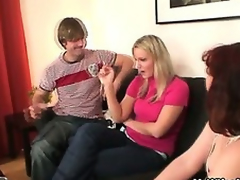 Wife watches economize on do her old mommy